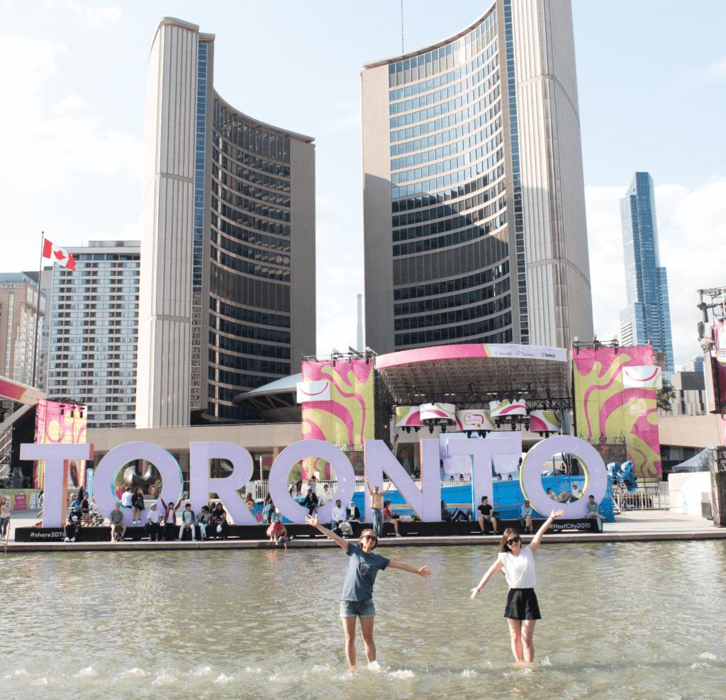 Deux filles à Toronto