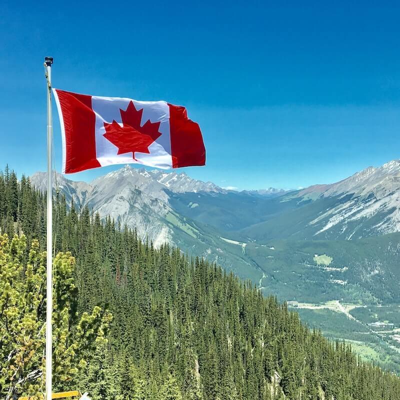 Paysage et drapeau canadien
