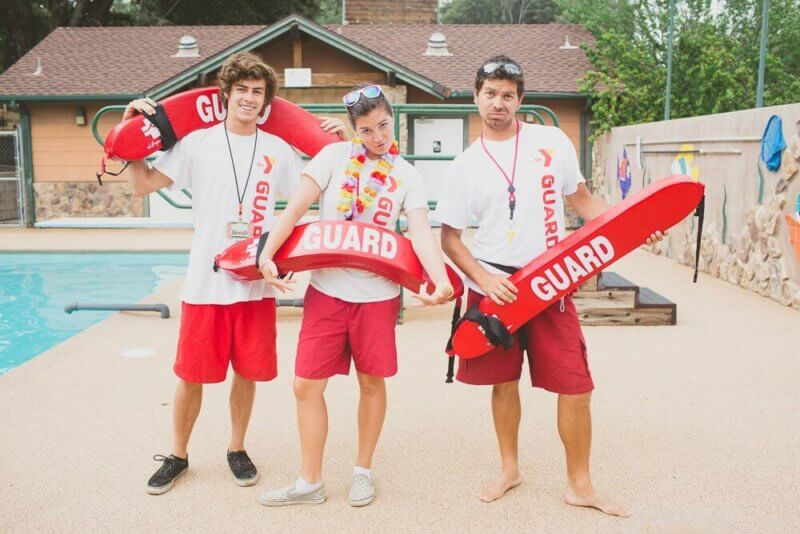 Trois Sauvateurs au sein de camp de vacances